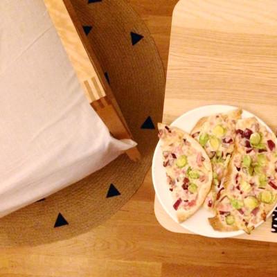 geschummelte flammkuchen (tortillas)