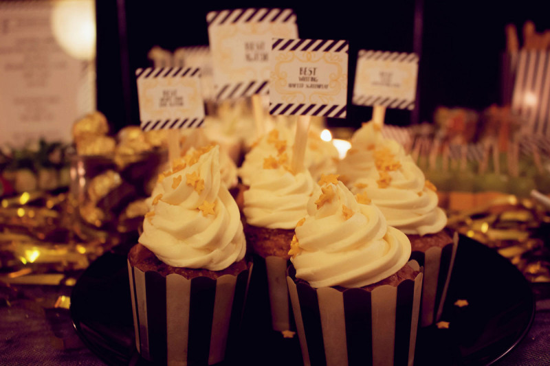 aperol-cupcakes mit aperol-topping