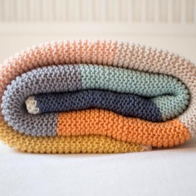bunte babydecke mit häkelrand stricken - DIY/anleitung