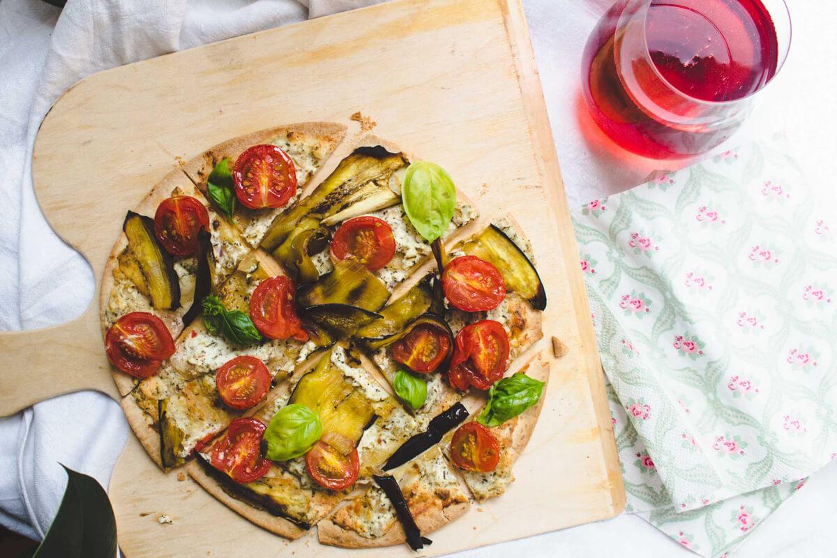 flammkuchen mit tomaten, melanzani & ricotta - einfaches rezept