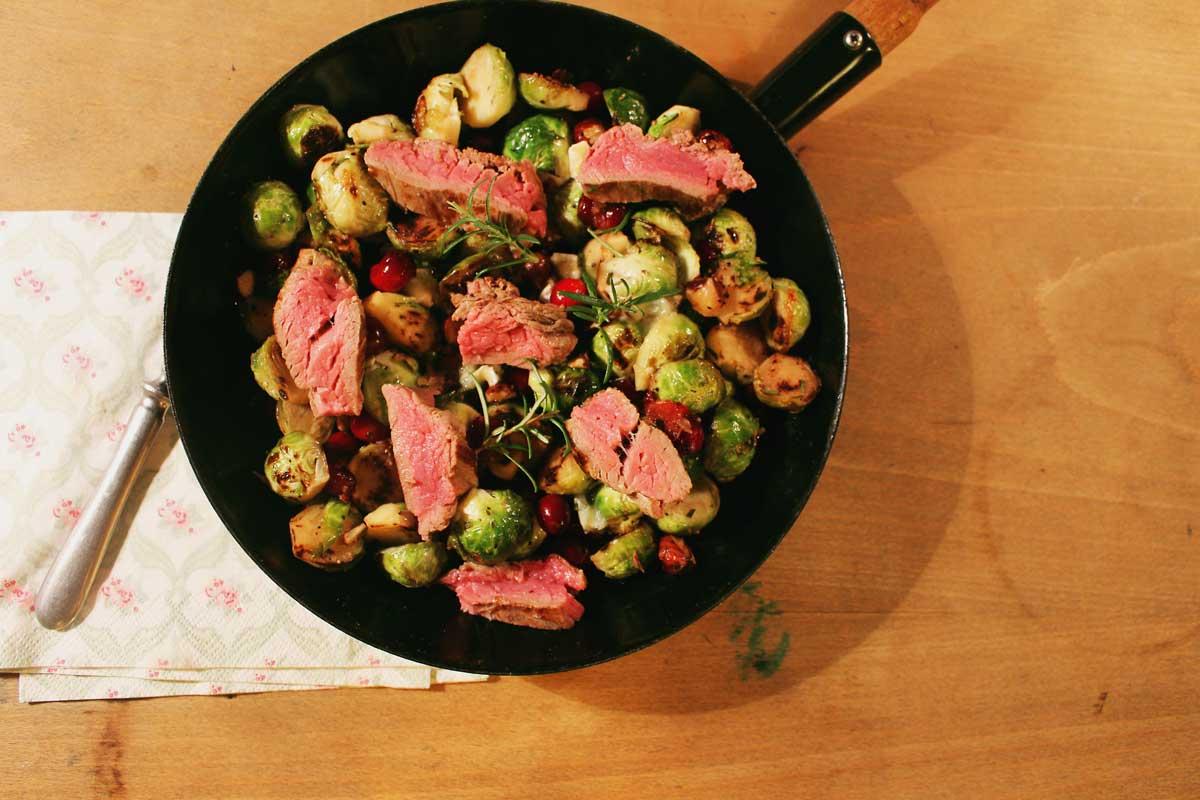 zwergenprinzessin kocht: kohlsprossen mit steak, cranberries & schimmelkäse