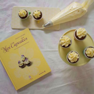 mini schoko cupcakes mit lemon curd topping von renate gruber