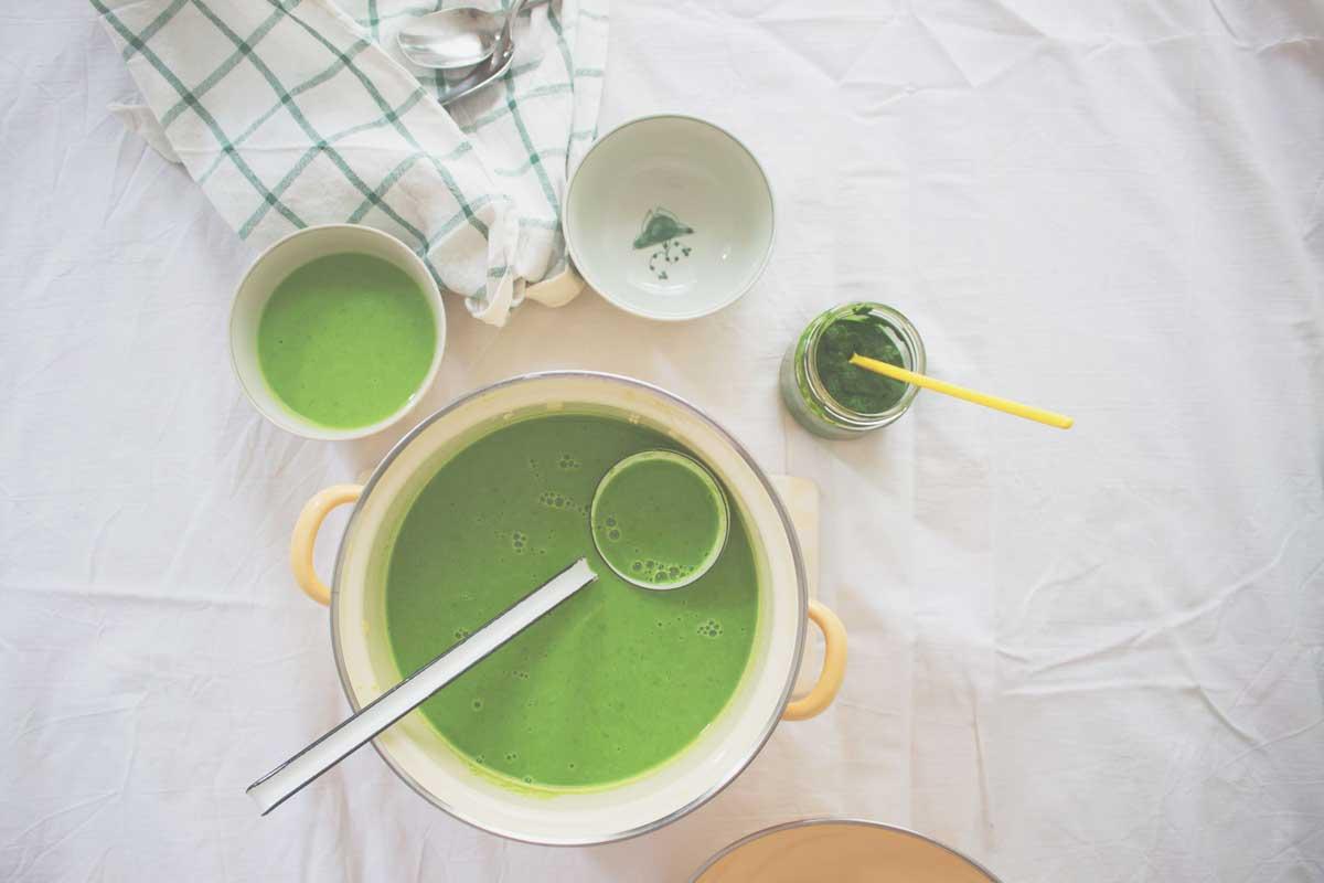 erbsensuppe mit bärlauch-suppe